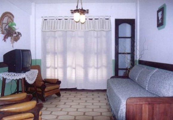placard de algarrobo en el dormitorio comedor con muebles de algarrobo